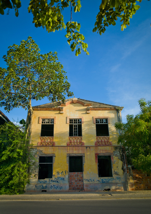 Old Portuguese Colonial House In Ruins In Lobito, Angola