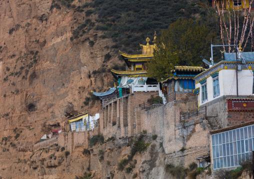 Shachong monastery on a high cliff, Qinghai Province, Wayaotai, China