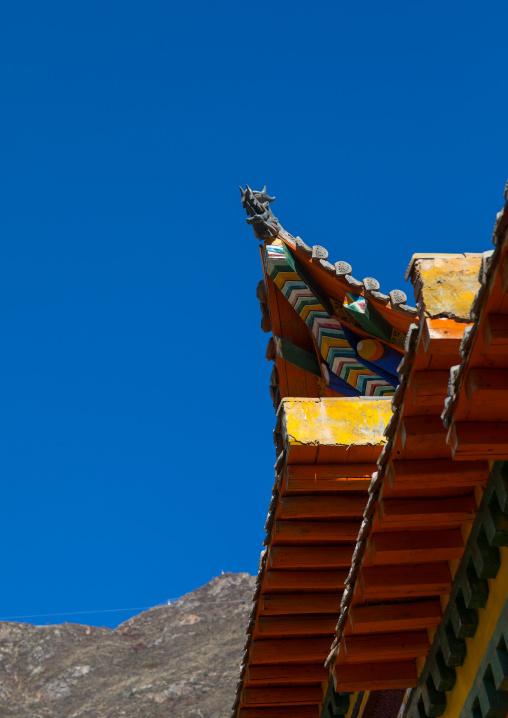 Chong Gon monastery roof, Tongren County, Longwu, China