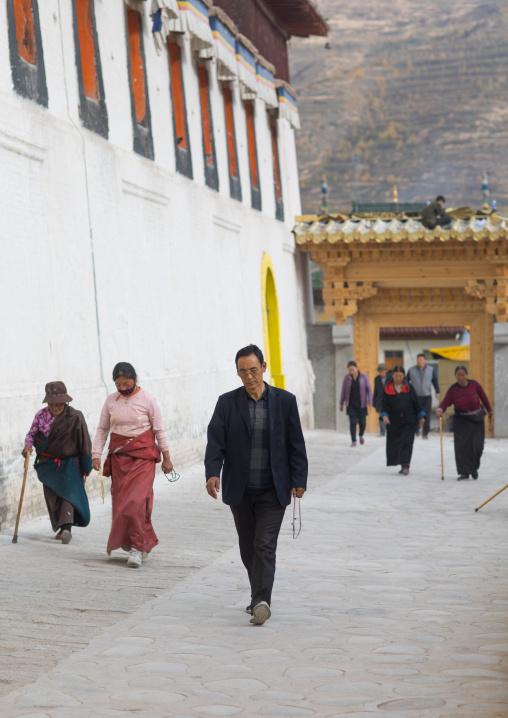 Tibetan pilgrims at the kora in Rongwo monastery, Tongren County, Longwu, China
