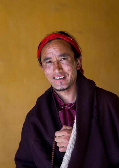 Portrait of a tibetan nomad man, Qinghai province, Tsekhog, China