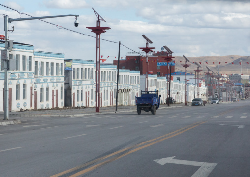 New empty apartments waiting a wave of Han chinese migrants, Qinghai province, Sogzong, China