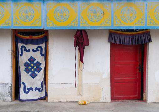 Ornate tibetan doorways of monks houses in Hezuo monastery, Gansu province, Hezuo, China