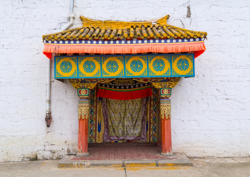 Ornate tibetan doorway of a temple in Hezuo monastery, Gansu province, Hezuo, China