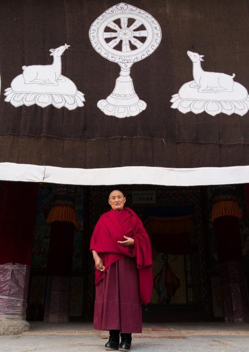 Portrait of a tibetan buddhist nun in Labrang nunnery, Gansu province, Labrang, China