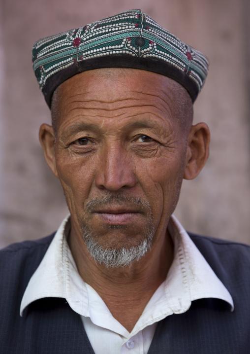 Uyghur Man, Minfeng, Xinjiang Uyghur Autonomous Region, China