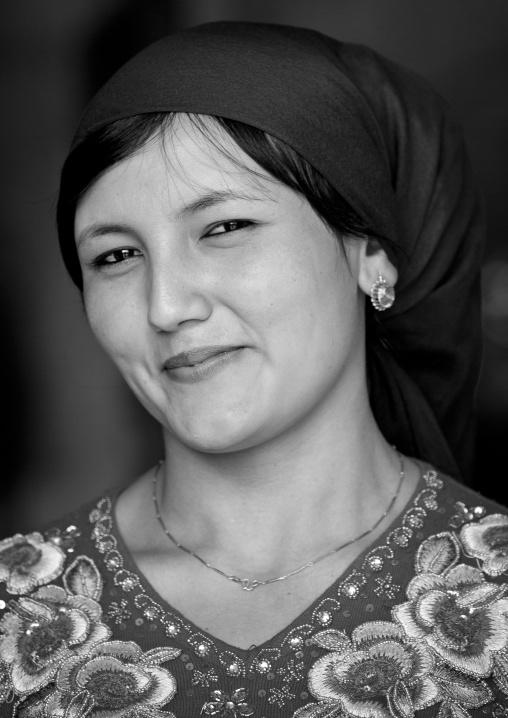 Young Uyghur Woman, Serik Buya Market, Yarkand, Xinjiang Uyghur Autonomous Region, China