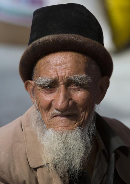 Old Uyghur Man, Serik Buya Market, Yarkand, Xinjiang Uyghur Autonomous Region, China