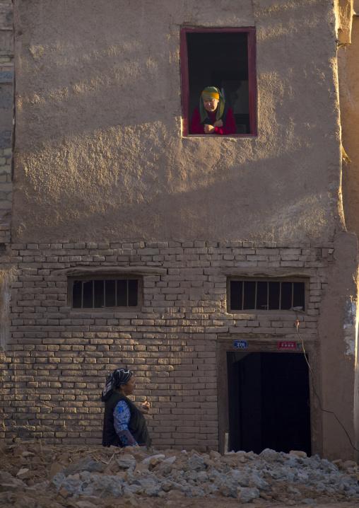 Women Chatting, Old Town Of Kashgar, Xinjiang Uyghur Autonomous Region, China