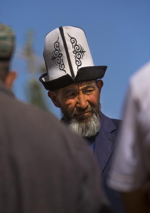 Kyrgyz Man, Opal Village Market, Xinjiang, China, Xinjiang Uyghur Autonomous Region, China