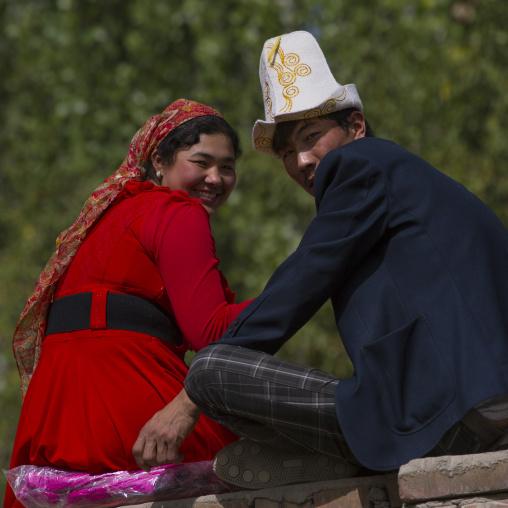 Kyrgyz Couple, Opal Village Market, Xinjiang, China, Xinjiang Uyghur Autonomous Region, China