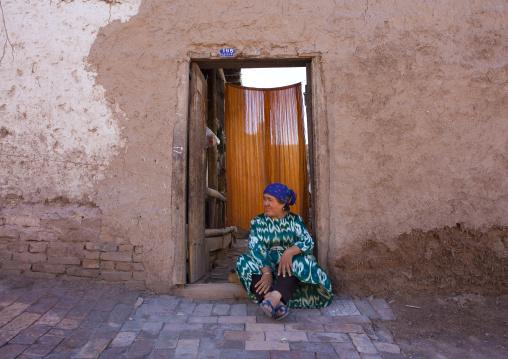 Uyghur Woman In Old Town Of Kashgar, Xinjiang Uyghur Autonomous Region, China