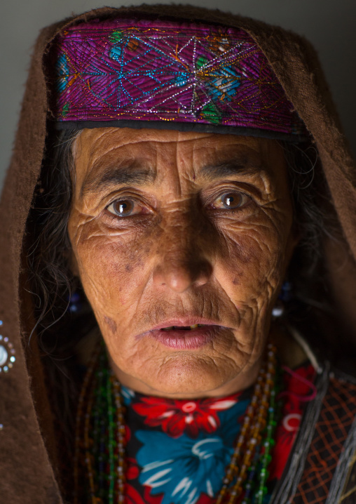 Afghan woman in pamir traditional clothing, Badakhshan province, Wuzed, Afghanistan