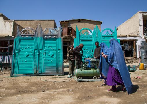 Women wearing burkas in the market, Badakhshan province, Ishkashim, Afghanistan