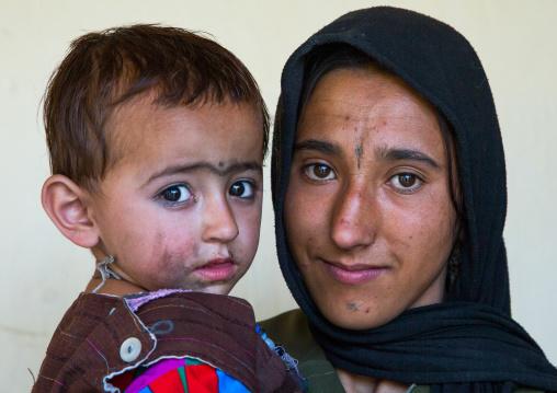 Portrait of an afghan mother with her son, Badakhshan province, Khandood, Afghanistan