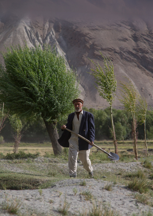 Afghan farmer, Badakhshan province, Qazi deh, Afghanistan