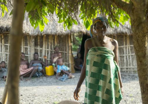 Benin, West Africa, Onigbolo Isaba, holi tribe woman under the shadow of a tree