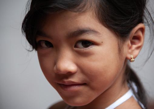 Portrait of a cambodian girl, Phnom Penh province, Phnom Penh, Cambodia