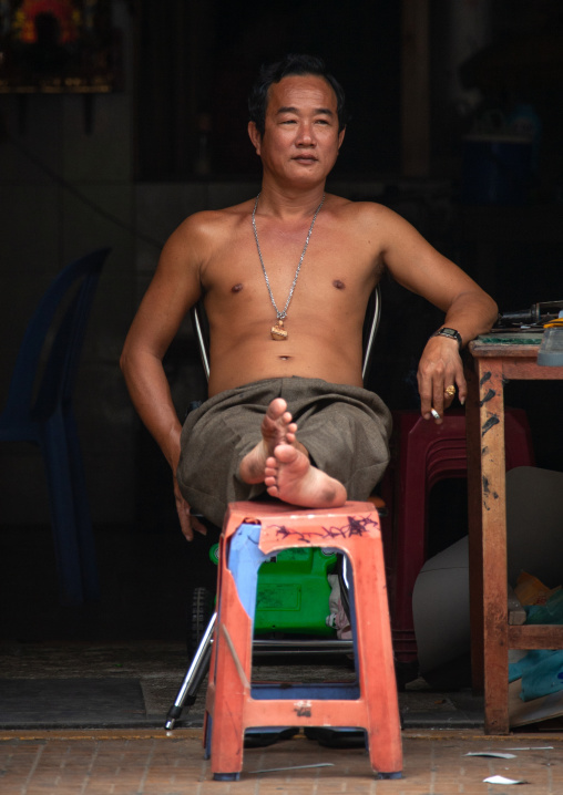Portrait of a smiling cambodian relaxing in the street, Phnom Penh province, Phnom Penh, Cambodia