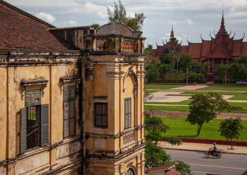 Old colonial building in front of the national museum, Phnom Penh province, Phnom Penh, Cambodia