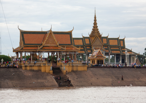 Cambodian pagoda along the river, Phnom Penh province, Phnom Penh, Cambodia