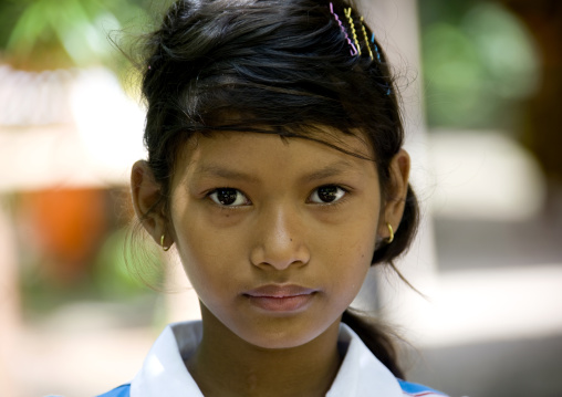 Portrait of a teenage cambodian girl, Siem Reap Province, Angkor, Cambodia