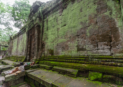 Children sleeping in the old ruins of a temple in Angkor wat, Siem Reap Province, Angkor, Cambodia