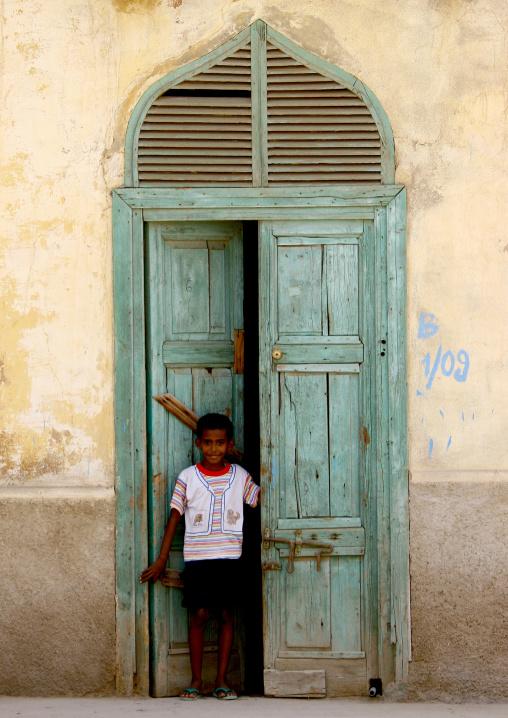 Eritrea, Horn Of Africa, Massawa, kid in front of an ottoman house door