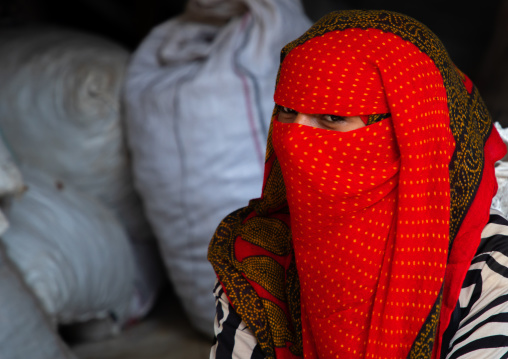 Bilen tribe woman with the face covered in the monday market, Semien-Keih-Bahri, Keren, Eritrea