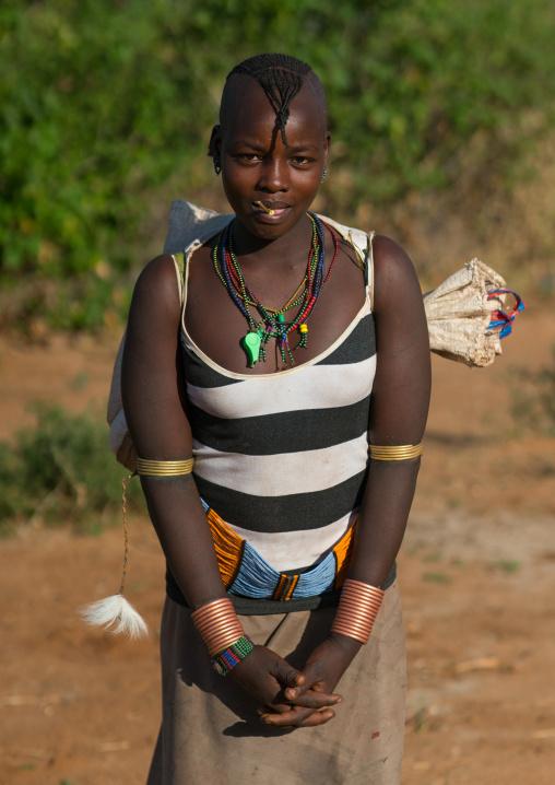 Hamer tribe woman carrying a bag, Omo valley, Turmi, Ethiopia