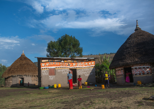 Ethiopia, Kembata, Alaba Kuito, women standing in front of their traditional painted house