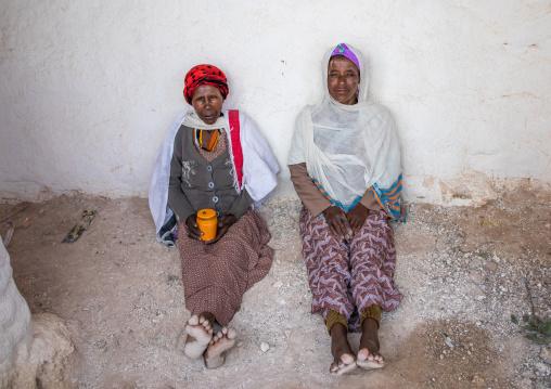 Oromo pilgrims in Sheikh Hussein shrine with jarawa powder on the face, Oromia, Sheik Hussein, Ethiopia