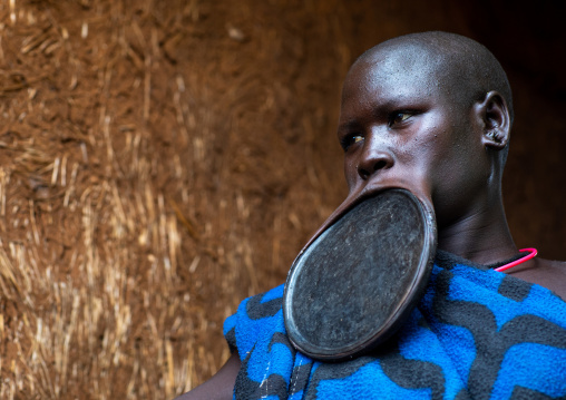 Portrait of a suri tribe woman wearing a huge lip plate, Omo valley, Kibish, Ethiopia