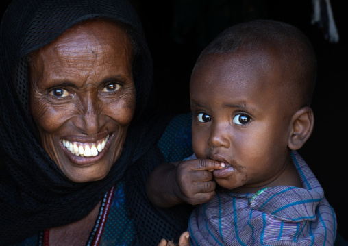 Portrait of a raya woman with her child, Afar Region, Chifra, Ethiopia