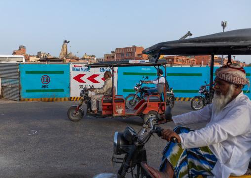 Indian men riding rickshaws in the street, Rajasthan, Jaipur, India