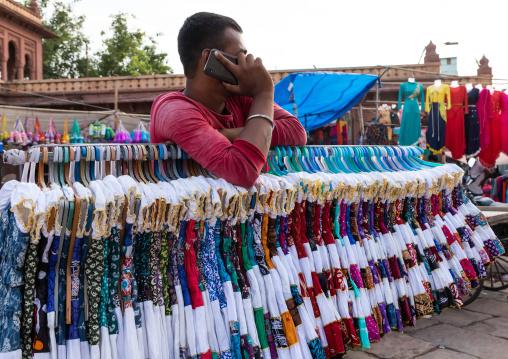 Indian man calling on his mobile phone in sardar market, Rajasthan, Jodhpur, India