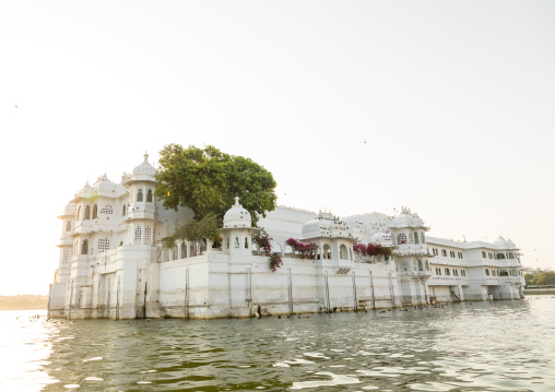 The Taj lake palace hotel on lake Pichola, Rajasthan, Udaipur, India