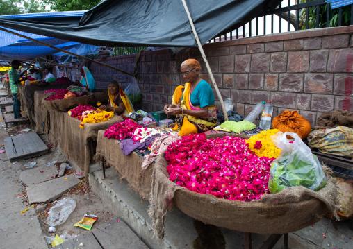 Indian street sellers selling flowers, Rajasthan, Bundi, India