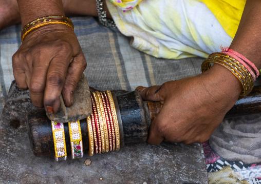 Indian jeweler making bracelets in his workshop, Rajasthan, Bundi, India