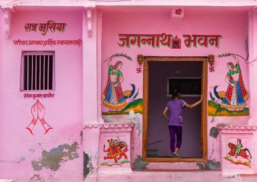 Haveli painted in pink with murals, Rajasthan, Bundi, India