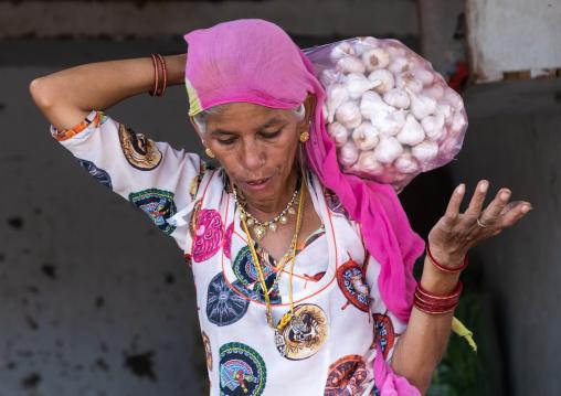 Portrait of rajasthani woman carrying garlics, Rajasthan, Jaisalmer, India