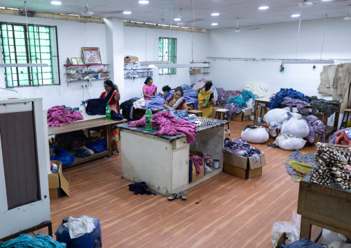 Indian tailors working in a factory, Rajasthan, Jaipur, India