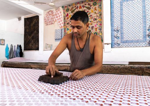 Indian worker with block printing traditional process, Rajasthan, Jaipur, India