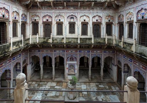 Old historic haveli courtyard, Rajasthan, Nawalgarh, India