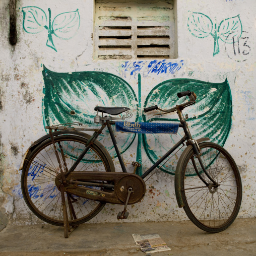 Rusty Bicyle On Kickstand Parked In A Street, Mahabalipuram, India