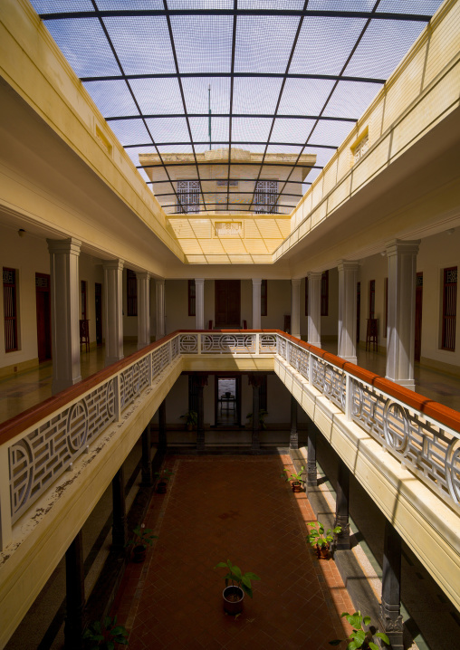 Old Inner Hall Of The Visalam Hotel, Kanadukathan Chettinad, India