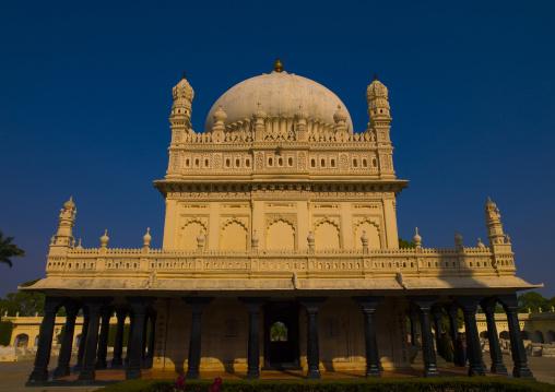 The Gumbaz, Muslim Mausoleum Of Sultan Tipu And His Relatives, The Tiger Of Mysore, Srirangapatna, India