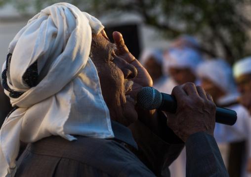 old man singing during a wedding ceremony, Hormozgan, Bandar-e Kong, Iran