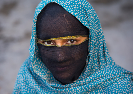 Bandari woman with face covered at the panjshambe bazar thursday market, Hormozgan, Minab, Iran