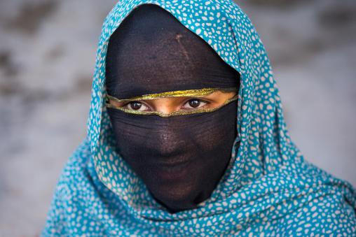 bandari woman with face covered at the panjshambe bazar thursday market, Hormozgan, Minab, Iran